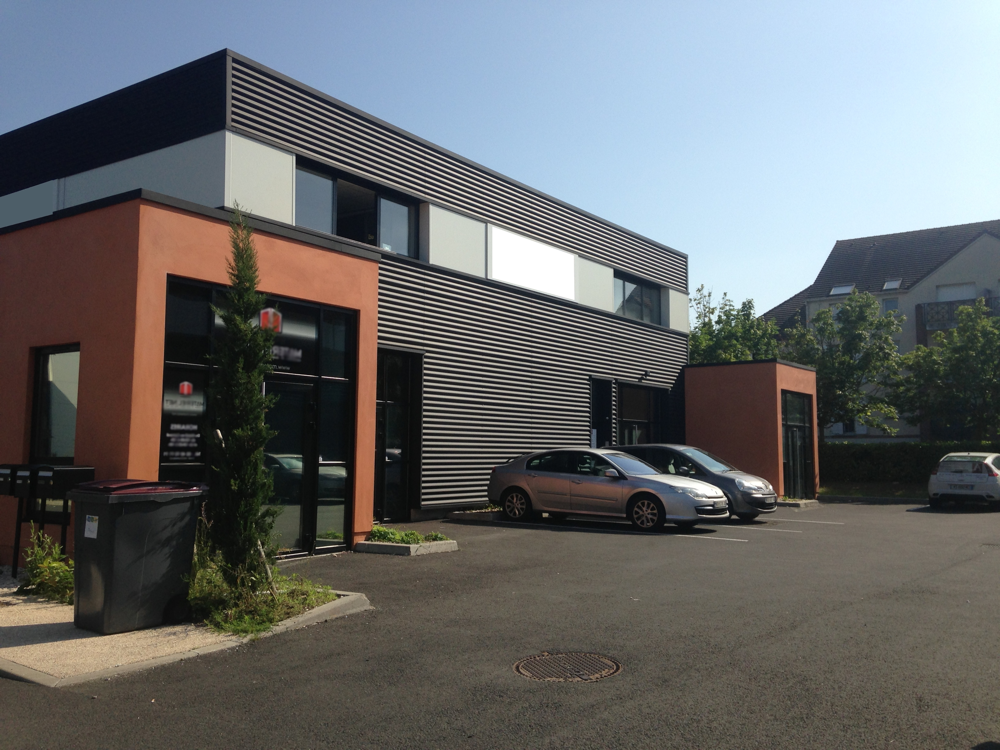 Locaux avec visibilité – 320 m²