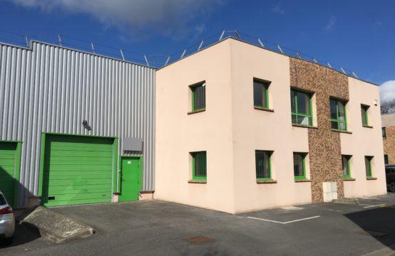 Local d'activités de 148 m² avec bureaux