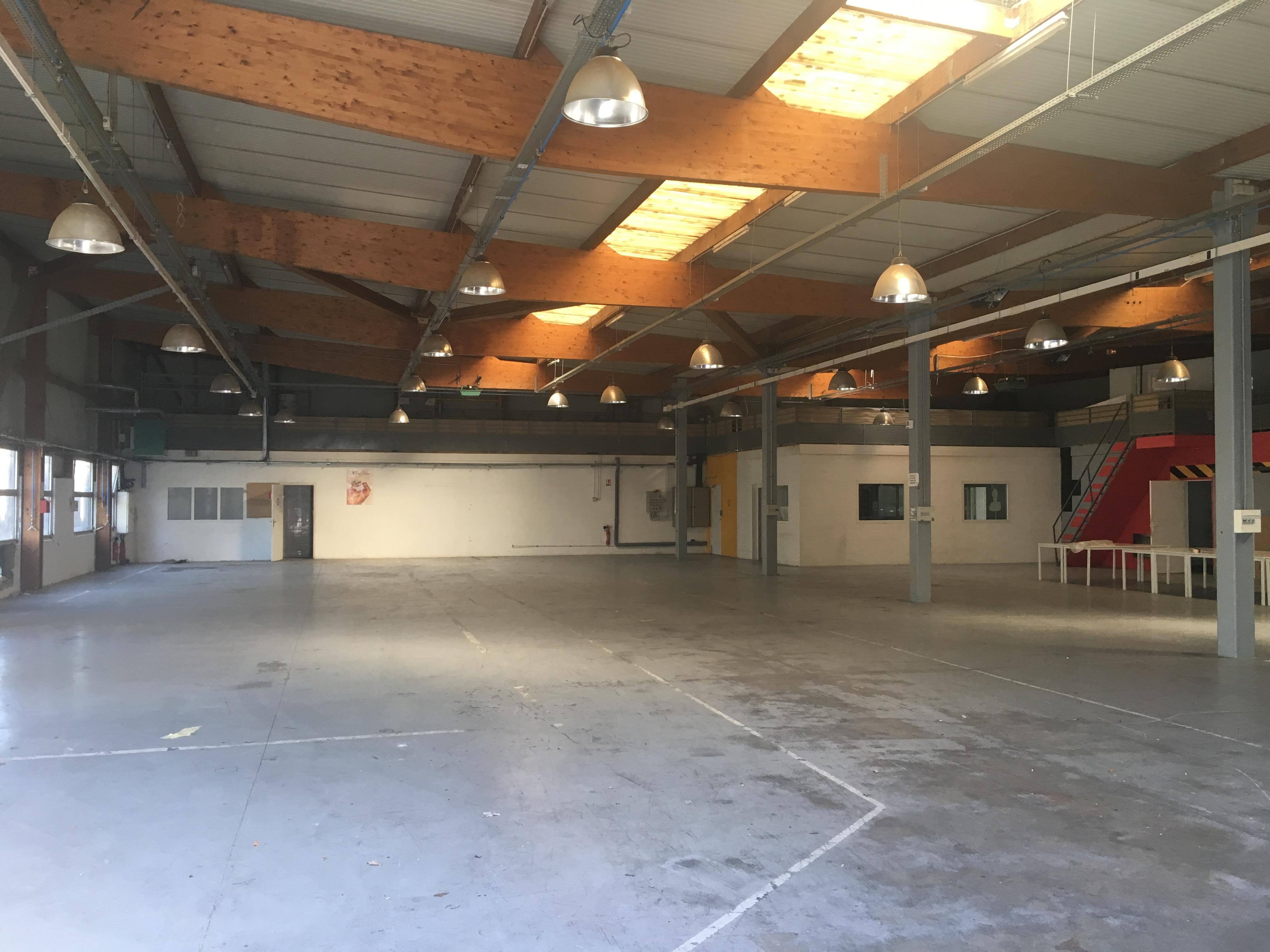 Site indépendant – 1 342 m² sur 2 950 m² de terrain