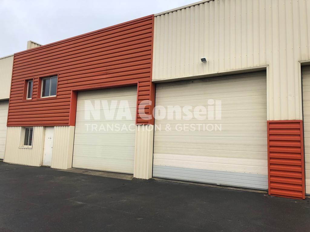Activités / Entrepôt – 323 m²